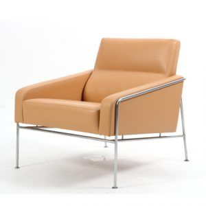 Vintage-airport-leather-armchair-by-Arne-Jacobsen-for-Fritz-Hansen